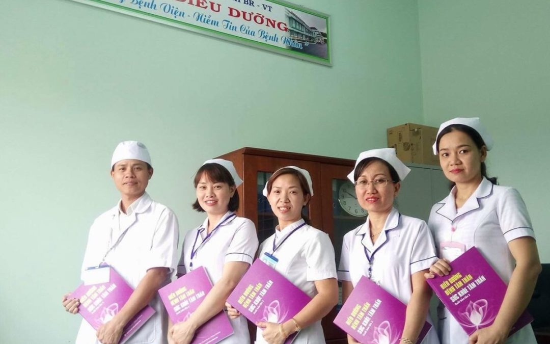 Mental health nursing textbook distributed in Vietnamese