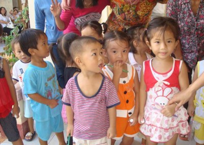 Vietnamese young patients waiting their turn at the Long Tan Dental Clinic. 5.	SA Dental Team working in Vietnam Oct 2009.
